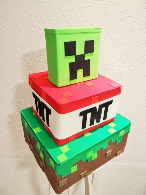 Bolo Fake Minecraft com caixas