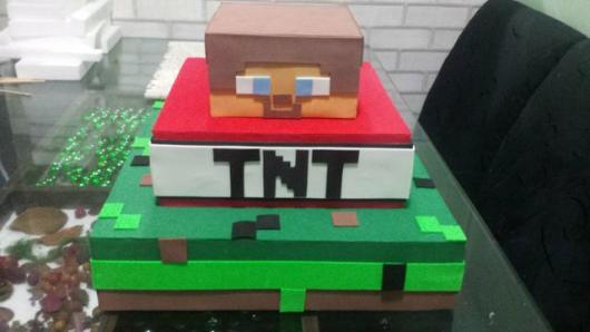 Bolo Fake Minecraft feito com emborrachado