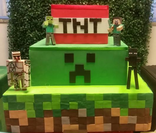 Bolo Fake Minecraft três andares