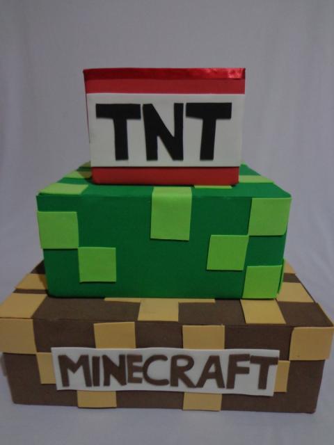 Bolo Fake Minecraft com isopor e emborrachado