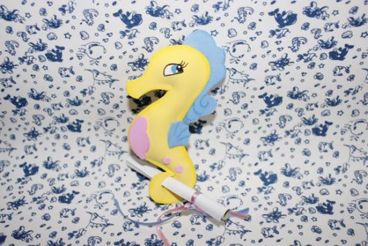Convites Fundo do mar de EVA cavalo marinho amarelo
