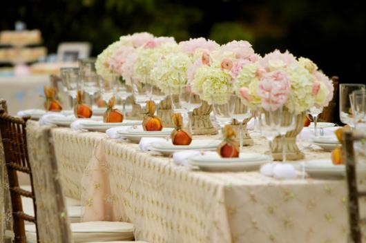 Decoração com papel crepom para mesa de festa de casamento