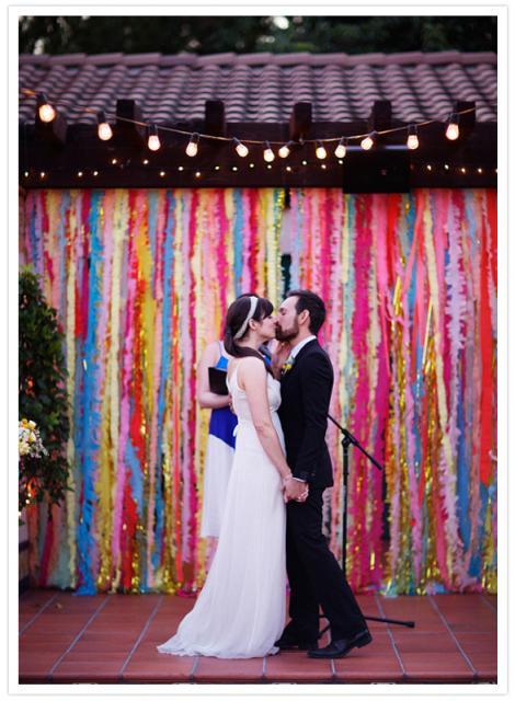 Decoração com papel crepom painel de casamento