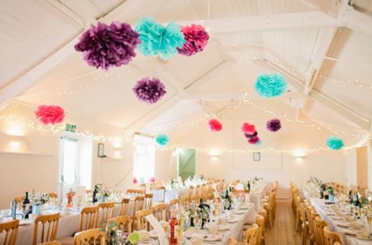 Decoração com papel crepom flores para o teto