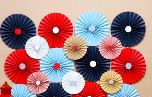 Decoração com papel crepom flores de leque de várias cores