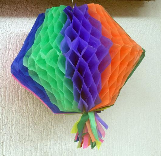 Decoração com papel crepom balão para festa junina