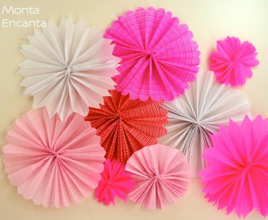 Decoração com papel crepom flores de leque tons de rosa