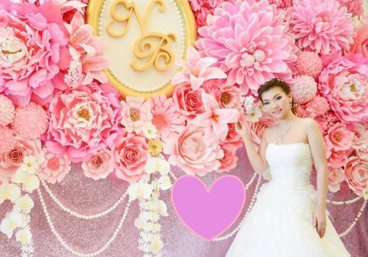 Decoração com papel crepom painel de flores rosa