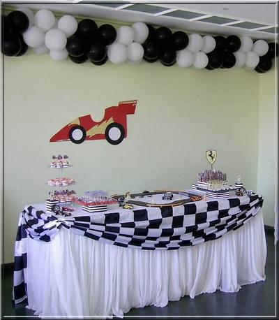 clusters de balões na parede preto e branco