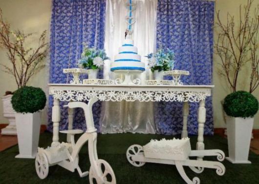 mesa de noivado com móveis provençais