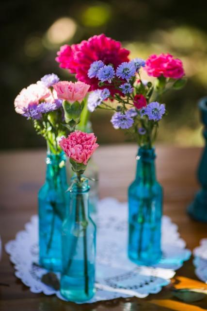 garrafinhas azuis com flores
