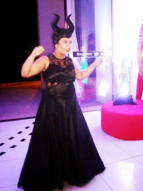 Fantasia Malévola improvisada com vestido de renda