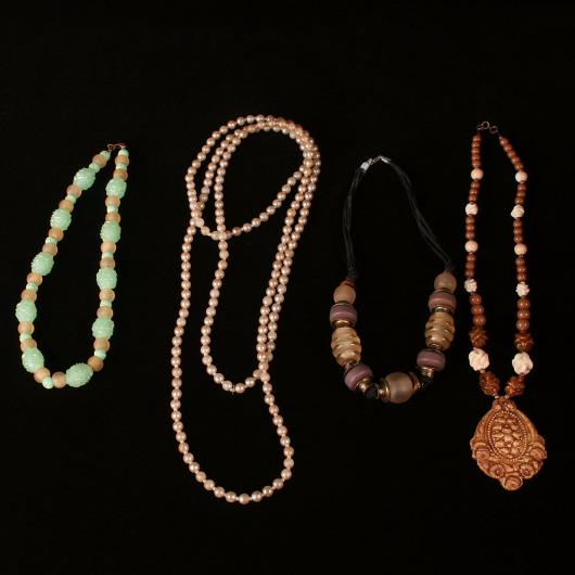 Fantasias-anos-60-femininas colares