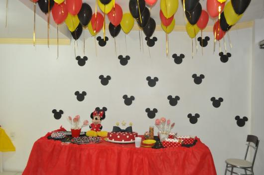 Festa da Minnie vermelha bexigas no teto
