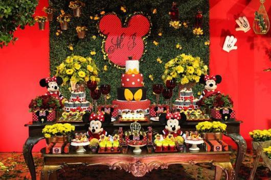 Festa da Minnie vermelha 1 ano com muro inglês