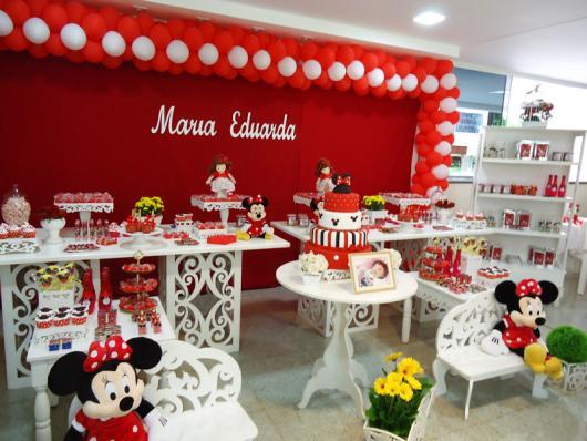 Festa da Minnie vermelha de 1 ano com flores