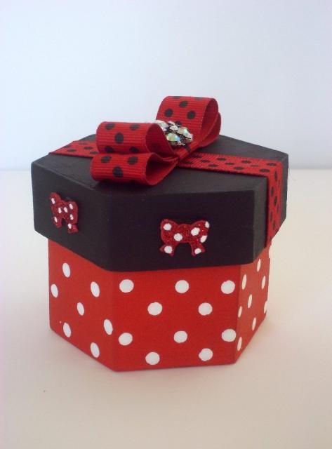 Festa da Minnie vermelha caixnha MDF com lacinho vermelho