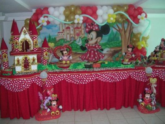 Festa da Minnie vermelha com castelo vermelho e branco
