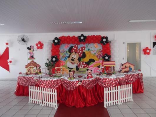 Festa da Minnie vermelha com painel da personagem