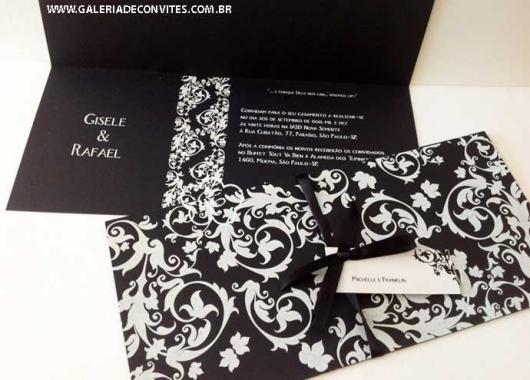 convite preto com detalhes em branco