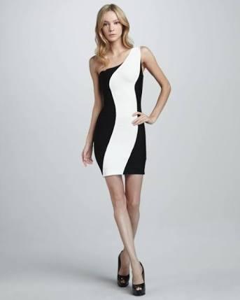 vestido preto com risco vertical branco