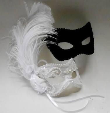 máscaras das cores preto e branco