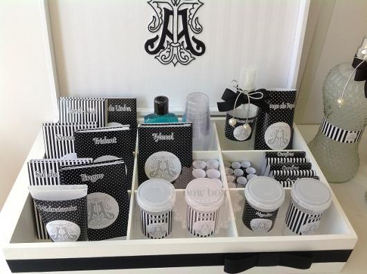 embalagens com estampas diversas pretas e brancas