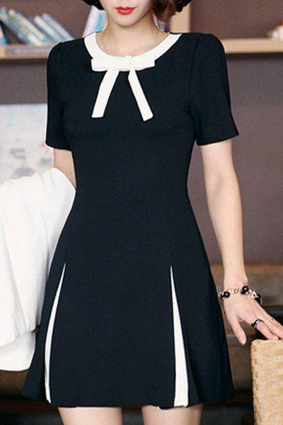 vestido preto com detalhes em branco