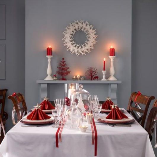 decoração simples branco e vermelho