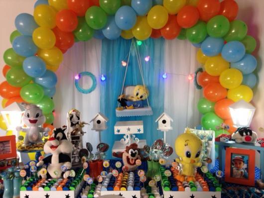 mesa de doces do Baby Looney Tunes