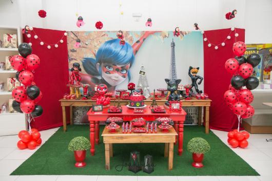 mesa de doces da Ladybug