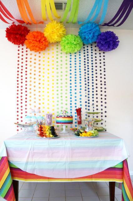 Temas para festa de 18 anos feminina arco-íris simples