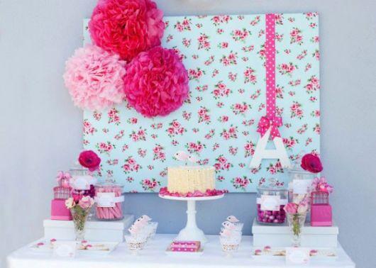 Temas para festa de 18 anos feminina com tecido florido
