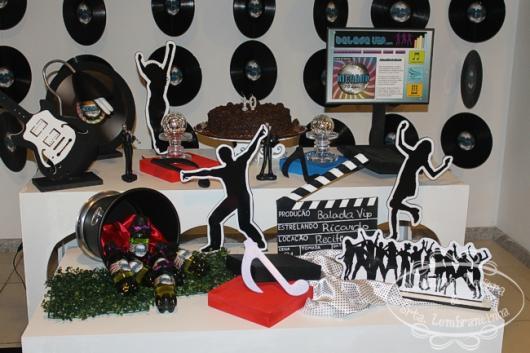 Temas para festa de 18 anos musica displays de dança