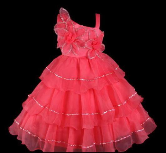 Vestido rosa de criança com flores para festa