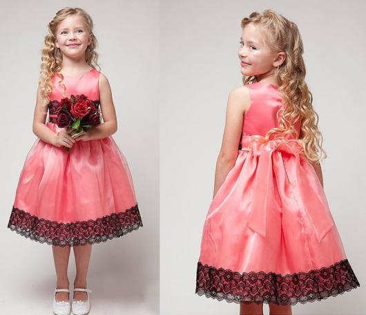 Vestido rosa infantil com renda na barra