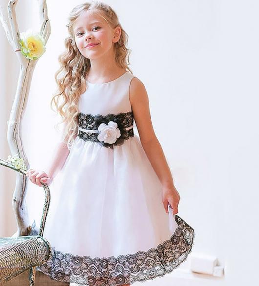 Vestido infantil branco com renda