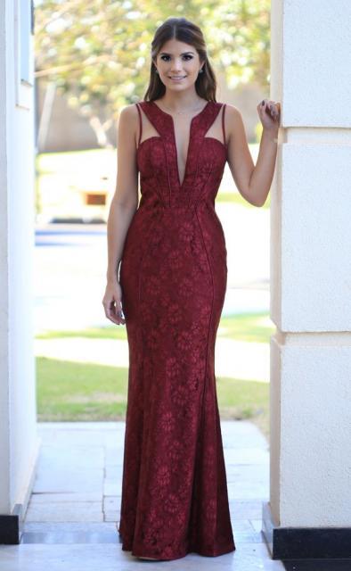 vestido vinho com decote