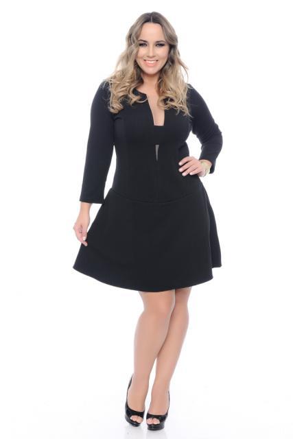 Vestido de formatura para baixinhas preto curto rodado