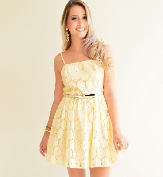 Vestido de formatura para baixinhas simples amarelo claro