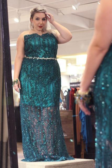 vestido azul com brilhos