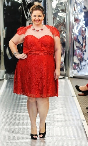 vestido curto vermelho com renda