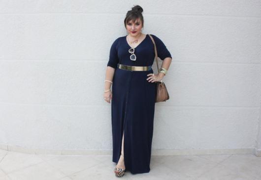 vestido simples com fenda