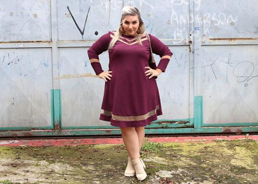 vestido simples com detalhes transparentes