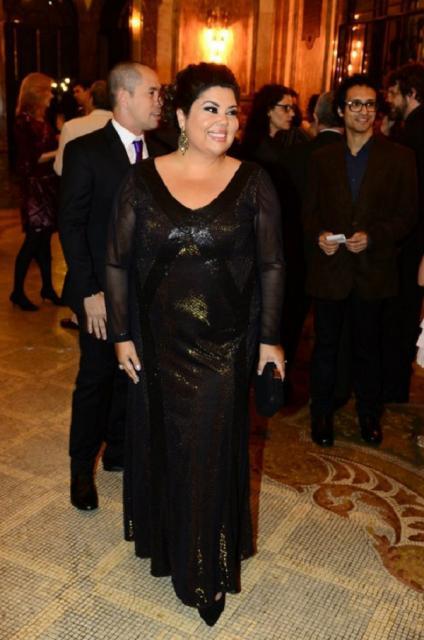 vestido preto com brilhos