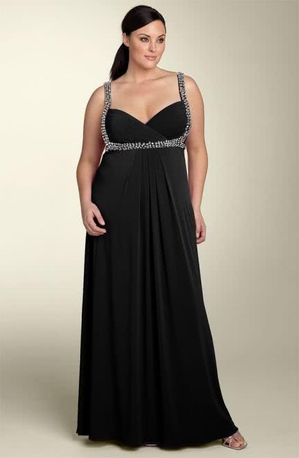 vestido preto com detalhe em prata