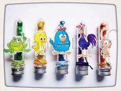 Tubetes decorados com personagens e confetes combinando com cada um deles.