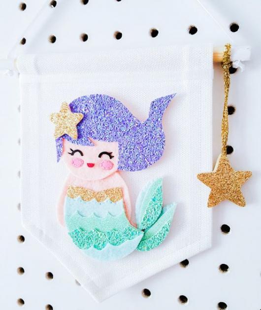 Flâmula decorada com desenho de sereia.