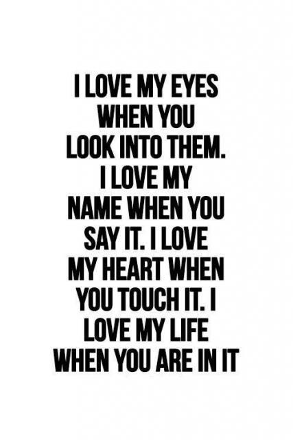 Mensagem romântica feita com letras pretas e fundo branco.