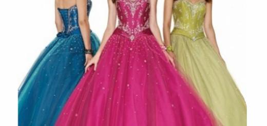 Modelos usam vestidos de debutante nas cores rosa, azul e amarelo.